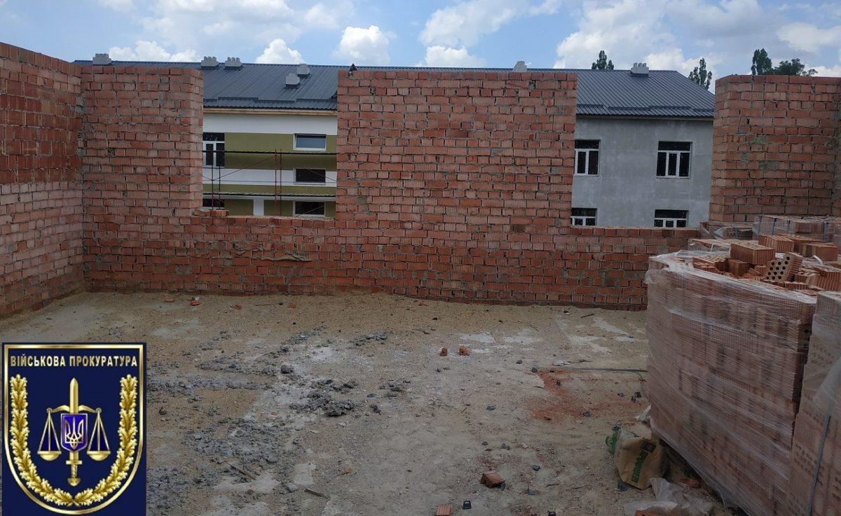 Будівництво казарм: Військова прокуратура продовжує виявляти фінансові махінації в Одеській області
