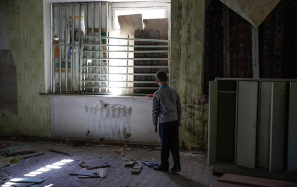 Штаб ООС: окупанти накрили Мар'їнку потужним вогнем, дітей евакуювали зі школи
