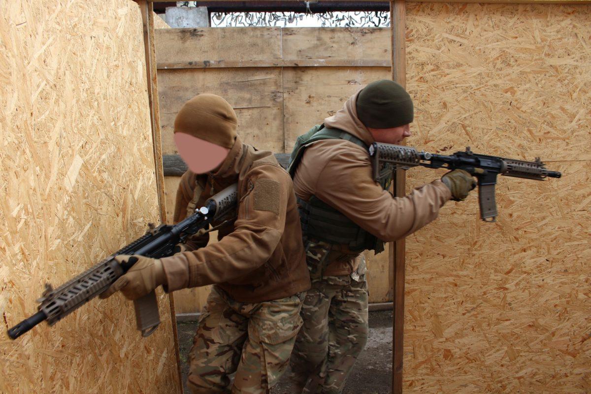 Офіцери ВСП штурмували будівлі, знешкоджували злочинців та готувались до стрибків з парашутом