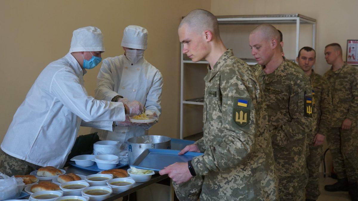У військовому містечку в Одесі відкрилася солдатська їдальня