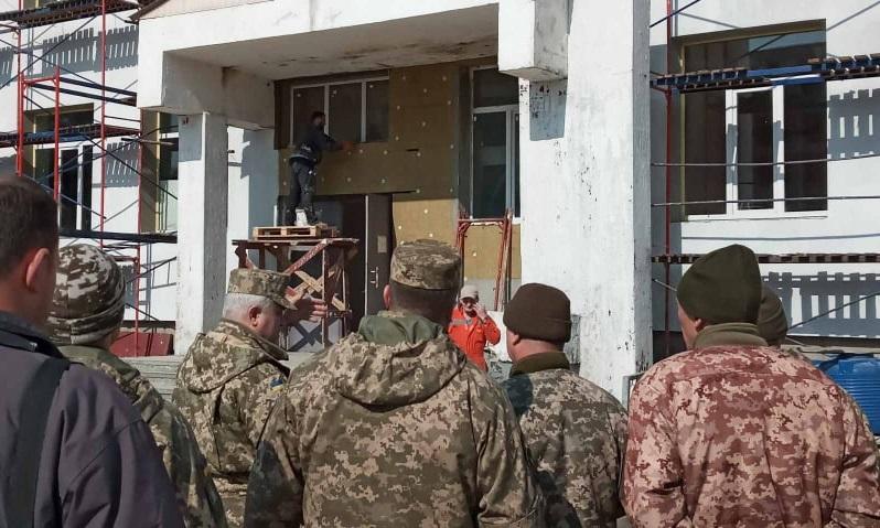 Термін здачі нових казарм для військових у селищі Чорноморське переноситься