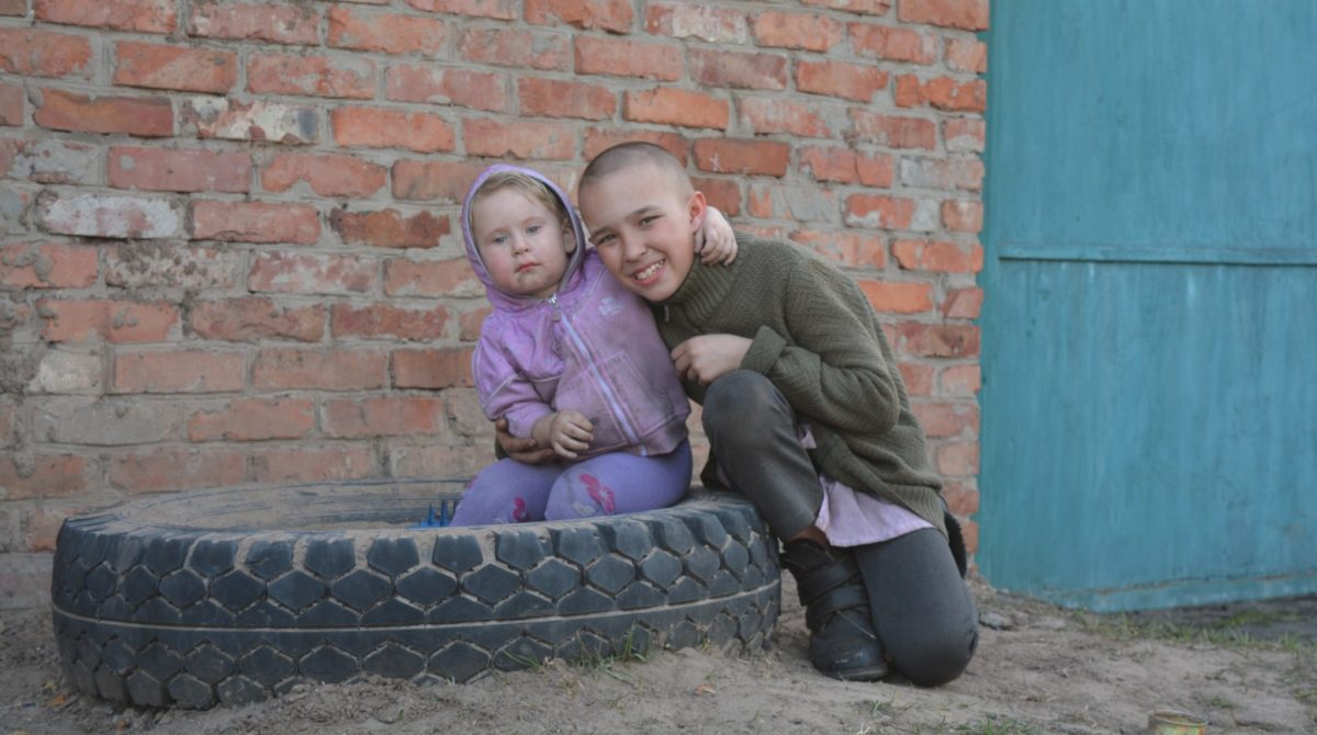 Цей хлопчик разом з родиною живе всередині війни вже шостий рік