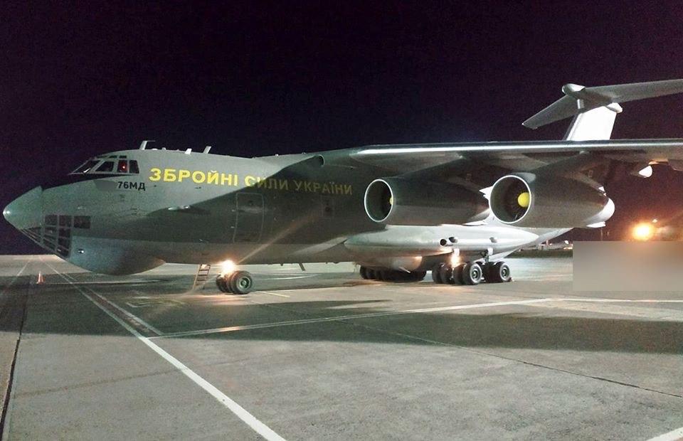 Військовий борт Іл-76 доправив до України з Китаю партію тестів для виявлення коронавірусу та медичне майно