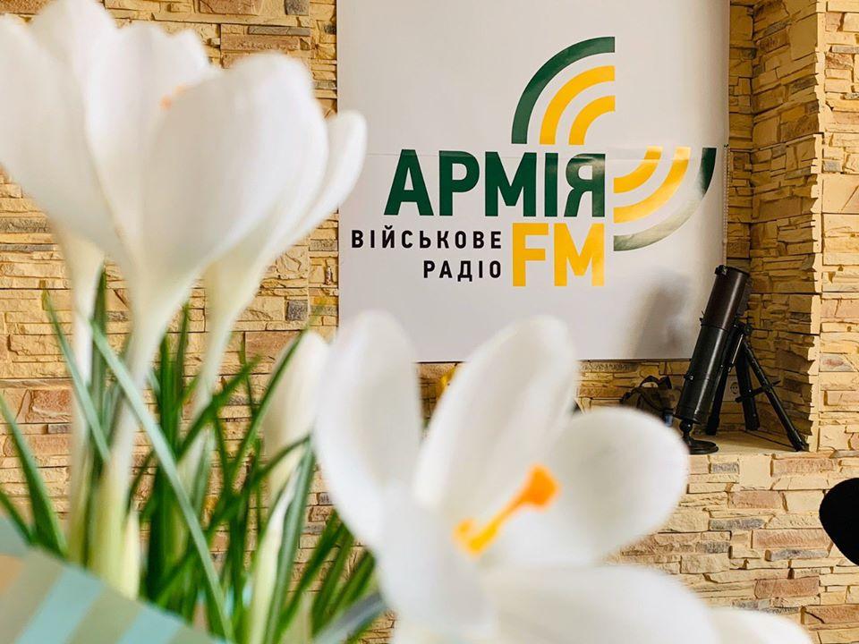 «Десятки програм, сотні годин прямого ефіру та тисячі кілометрів на сході України», – Аліна Фролова привітала «Армію ФМ» з четвертою річницею