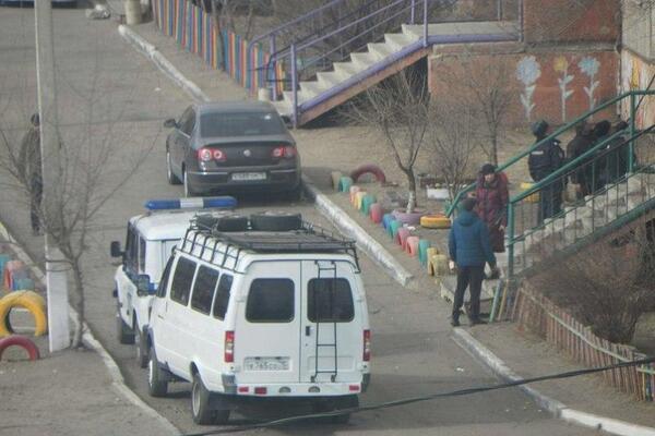 У Читі військовий вертоліт вистрілив по житловому будинку