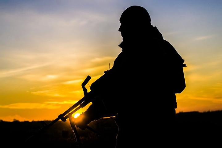 ООС: 15 ворожих обстрілів, один український захисник загинув