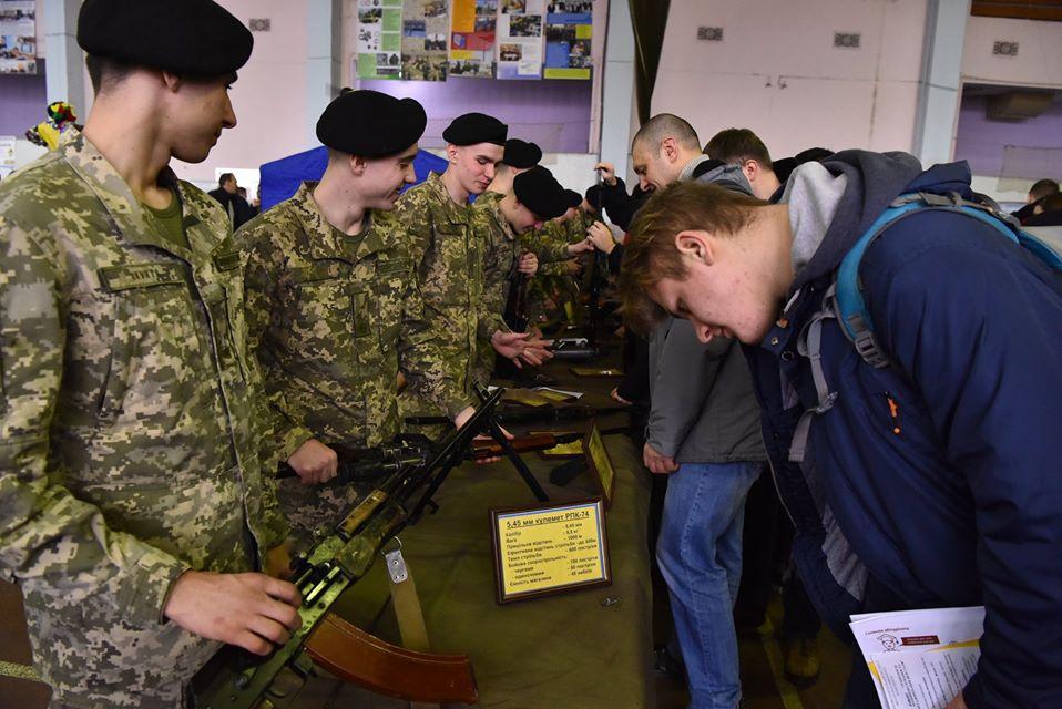 У Харкові зійшлися три тисячі потенційних офіцерів