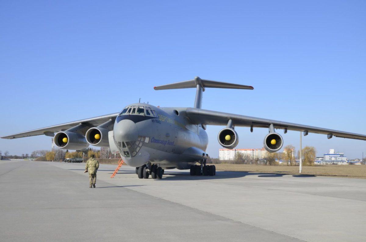 Військово-транспортний літак ІЛ-76МД вилітає до китайського Гуанчжоу за тестами на коронавірус