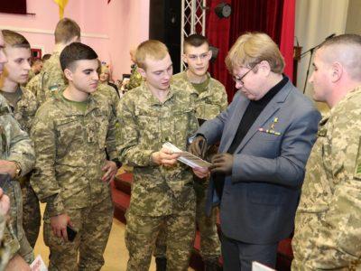 Із вихованцями Національної академії сухопутних військ зустрівся Герой України Володимир Жемчугов