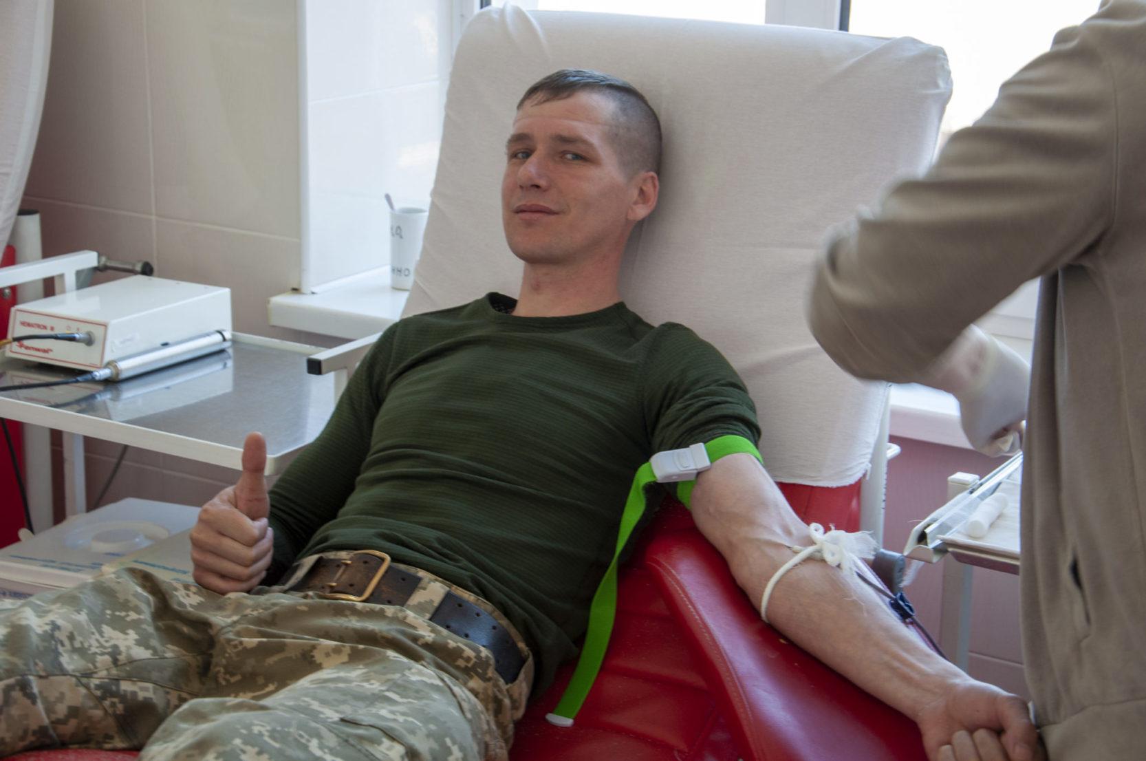 Морпіхи поділилися кров'ю із хворими дітьми
