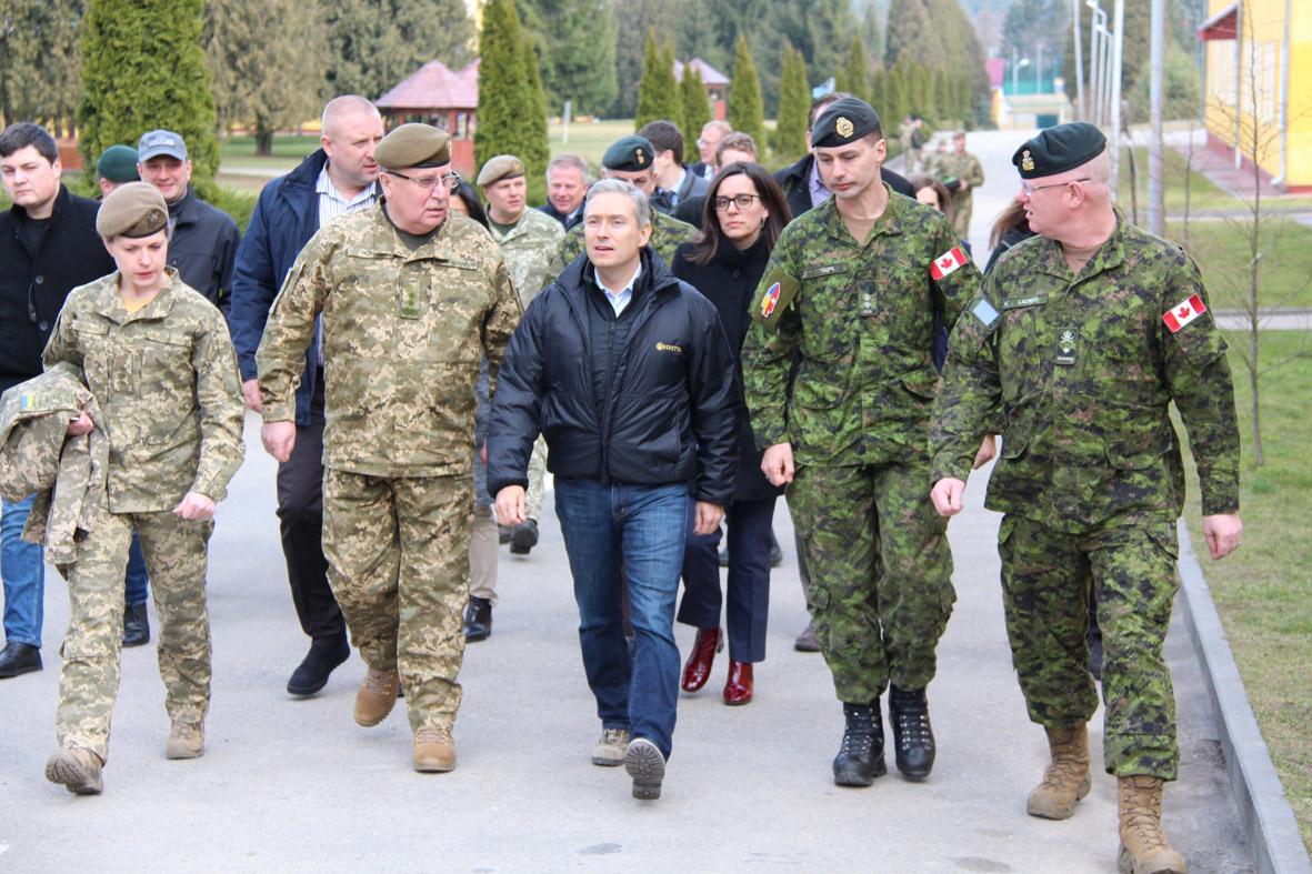 Міністр закордонних справ Канади Франсуа-Філіп Шампань: «Упевнений, що тренувальна місія за участю ЗС Канади триватиме»
