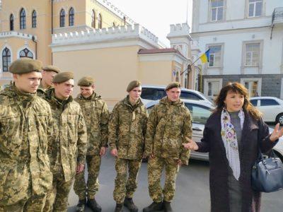Одеські курсанти прогулялися з бібліотекарями