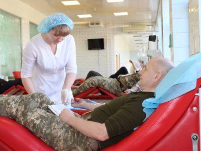 У Дніпрі військовослужбовці здали кров для поранених побратимів