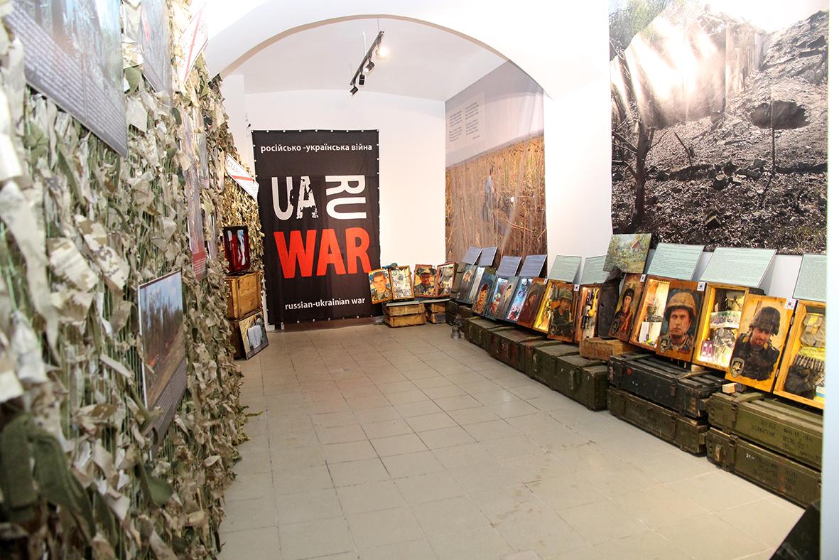 У львівському будинку офіцерів відкрили пересувну виставку «БлокПост Пам'яті»