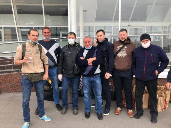 Укроборонпром та МЗС повернули українських авіаторів з Уганди додому