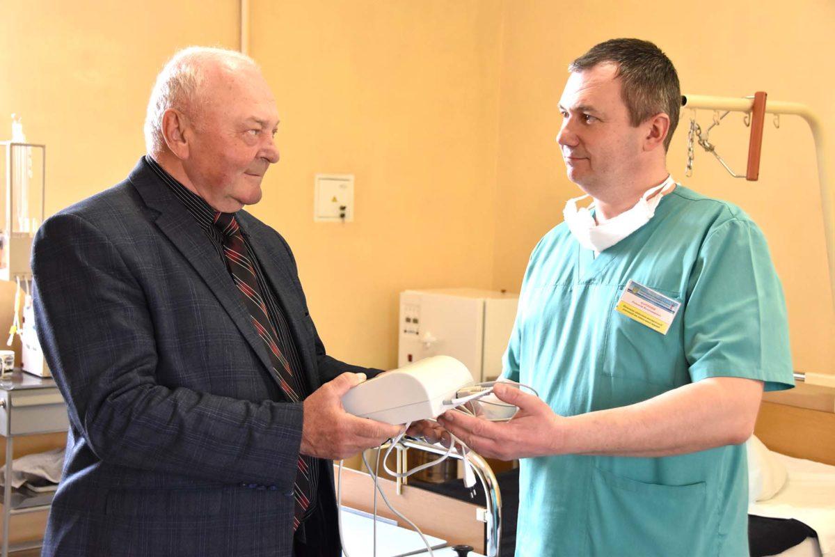 Волонтер Петро Павленко та його команда надали допомогу Хмельницькому госпіталю на сотні тисяч гривень