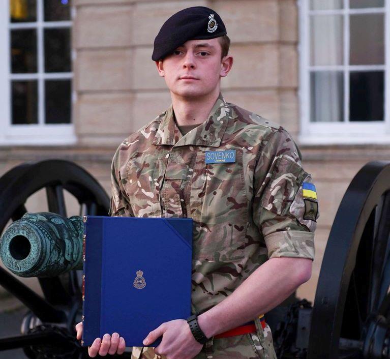 Андрій Таран нагородив відзнакою курсанта ЗС України, який став кращим іноземним випускником Королівської академії Великої Британії