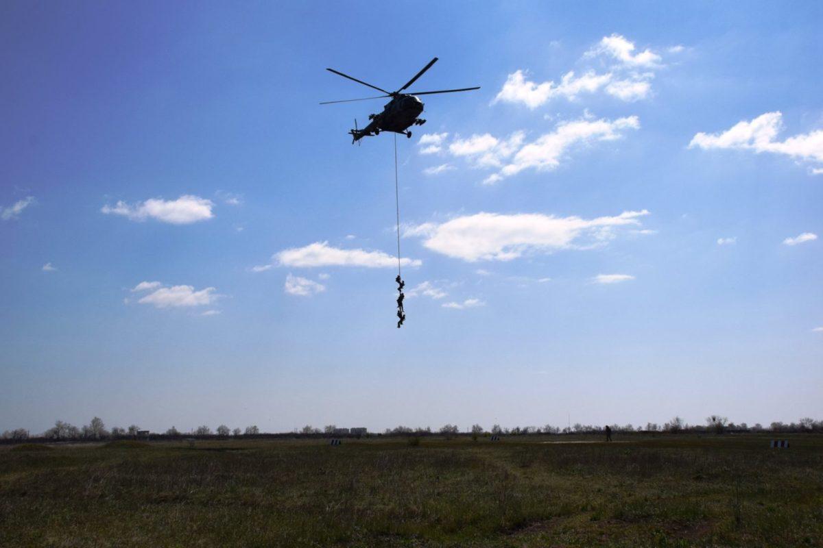 Поранених вдало евакуювали вертольотом без його посадки