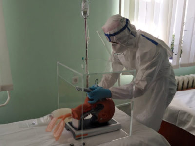 Військові медики практикувались у реанімації важкохворих на COVID-19
