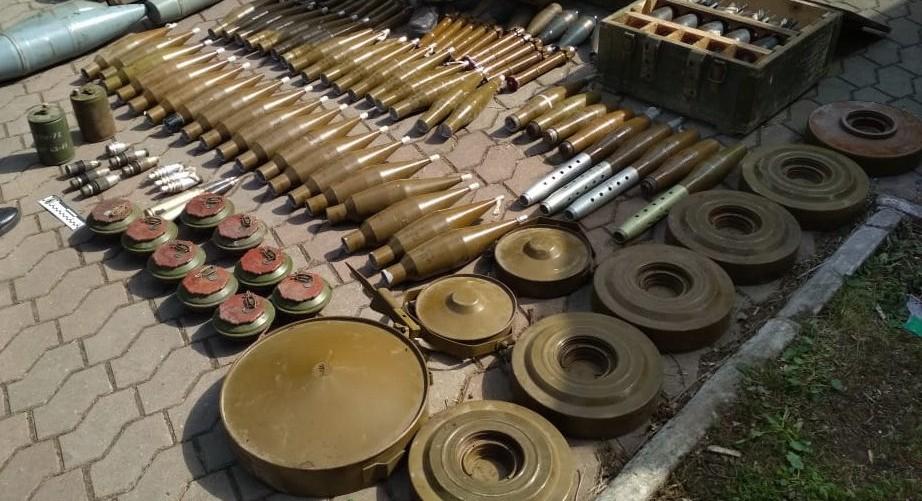 СБУ викрила у районі ООС схрон з арсеналом зброї та боєприпасів