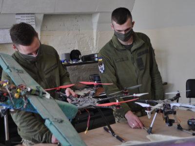 Militari НUB: курсанти ВІТІ самостійно виготовляють компоненти для безпілотників і роботів на 3D-принтерах