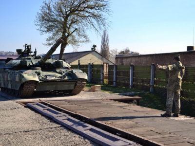 Курсанти-танкісти випускного курсу на завершальному полігонному занятті вивчали особливості організації перевезення військ