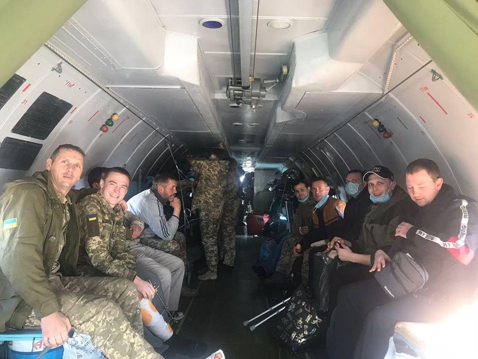 З Харкова до Києва доправили на лікування 18 військових