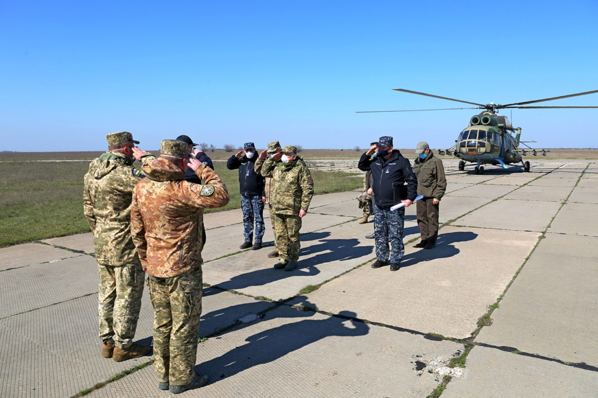 В Очакові Міністр оборони відвідав пункти дислокації підрозділів ВМС та оглянув броньований артилерійський катер «Бердянськ»