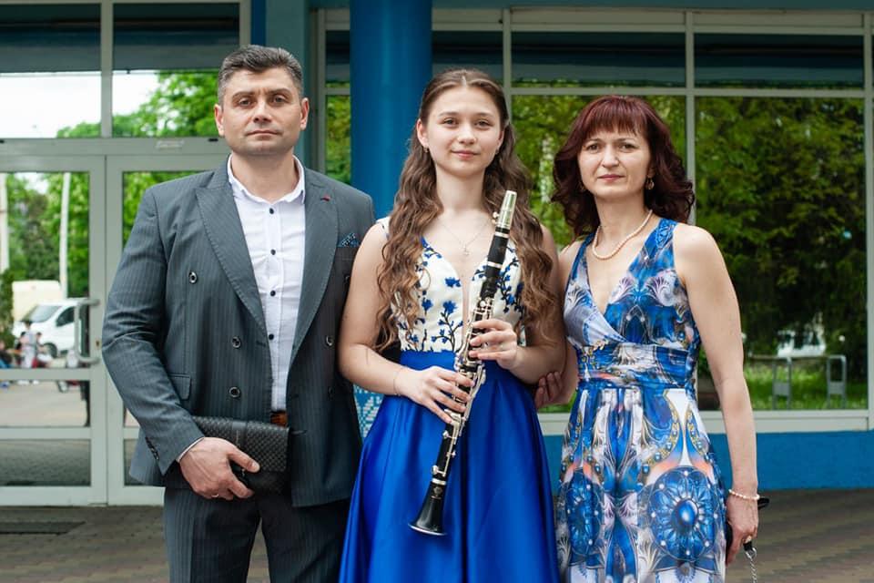 Єдина дівчина у Вінниці, яка грає на гобої, – донька ветерана
