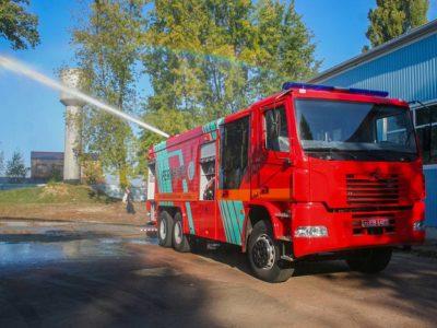 Нова автоцистерна КрАЗ одночасно перевозить 11 тонн води та 2 тонни піноутворювача