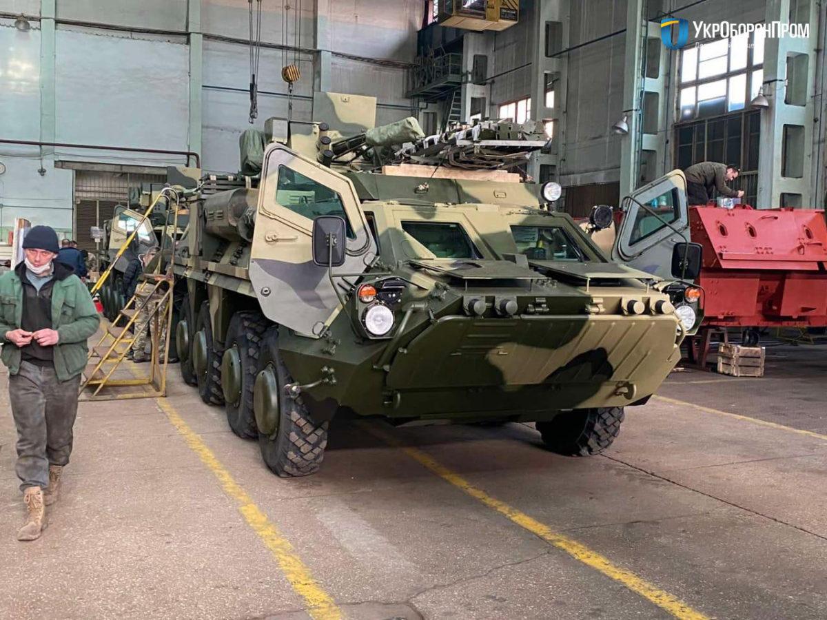 До війська передали 5 нових БТР-4Е