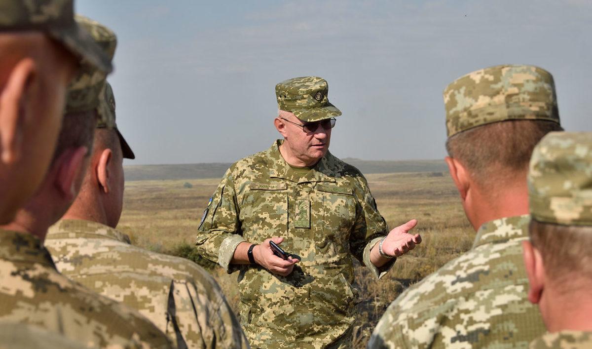 Головнокомандувач ЗС України генерал-полковник Руслан Хомчак: «У процесі нинішньої реформи скорочується 17 генеральських посад»
