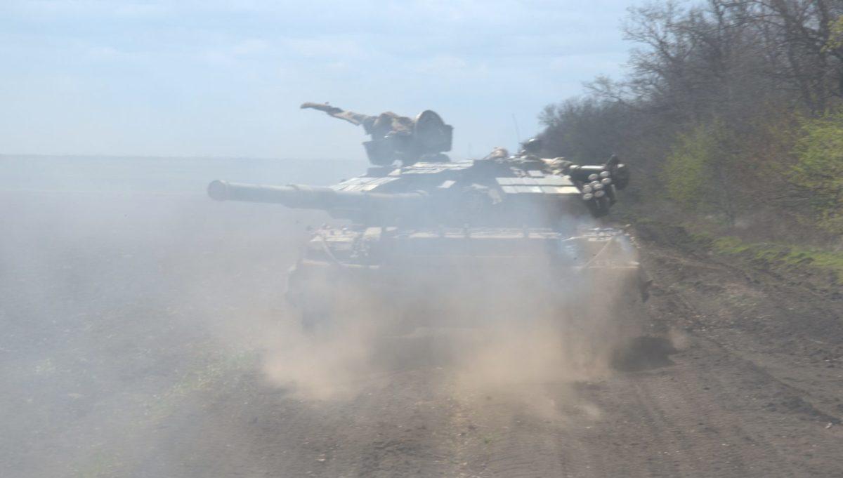 Наші танкісти «відбили» ворожу атаку