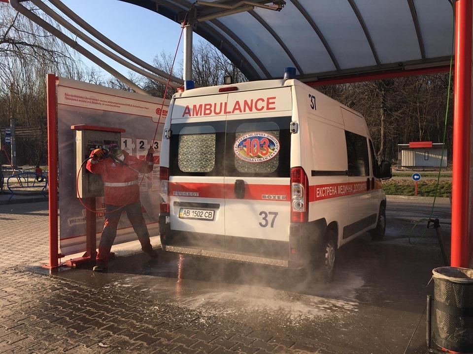 Вінницький ветеран організував безоплатну дезінфекцію «швидких»