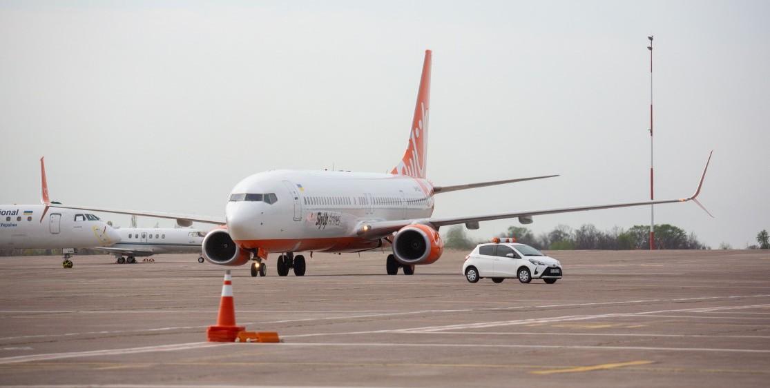 До України прибув літак з Китаю із засобами індивідуального захисту для лікарів