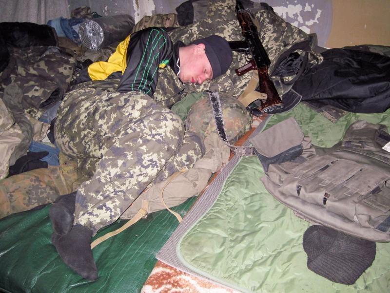 Як швидко заснути й виспатись у бойових умовах