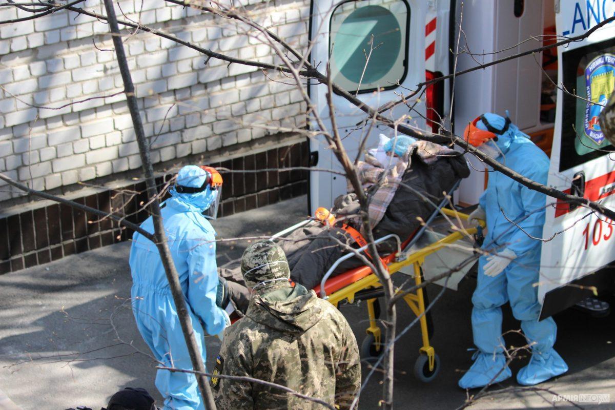 У військовому госпіталі тренувалися приймати хворих з підозрою на COVID-19