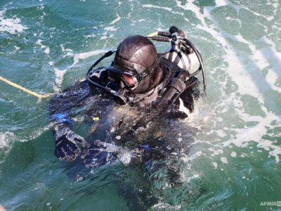 У Водолазній школі Збройних Сил України відпрацьовують водолазні спуски під воду