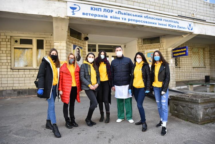 Футболісти Львівщини доставили госпіталю ветеранів війн засоби індивідуального захисту