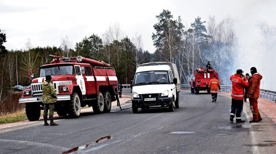 На Житомирщині гасять чотири осередки лісових пожеж, під Чорнобилем локалізовують тління