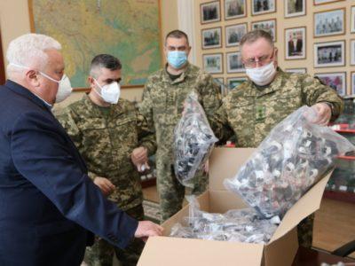 Тисячу медичних масок передала Академії сухопутних військ релігійна організація