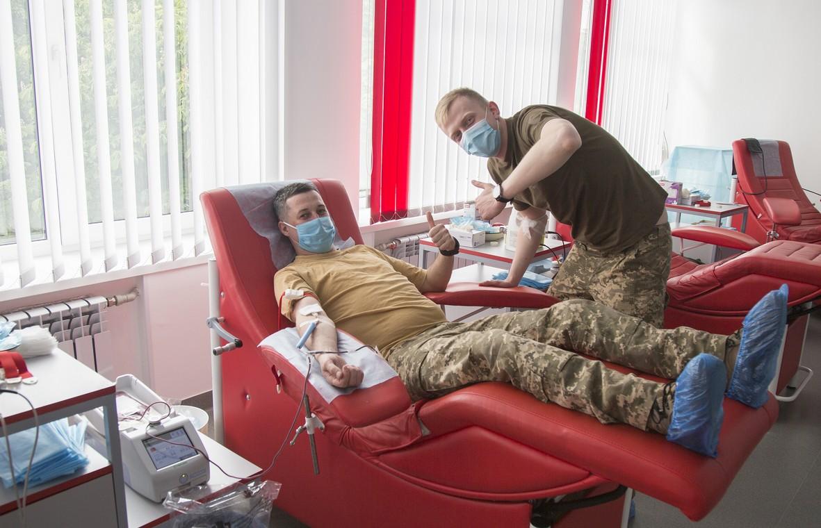 Військовослужбовці Вінницького гарнізону поповнили місцевий банк крові