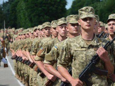Юнаків 18-19 років призиватимуть до війська за бажанням