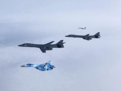 Американські бомбардувальники у небі над Україною