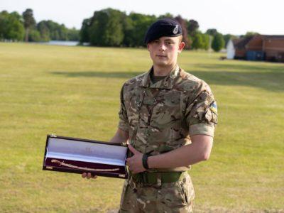 Українському курсанту вручили іменну шаблю найкращого закордонного випускника Королівської академії сухопутних військ Великої Британії