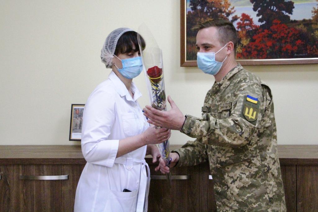 У Рівненському військовому госпіталі привітали медичних сестер