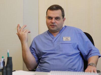 «Були ситуації, коли відкладав хірургічний скальпель та брав автомат і саперну лопатку…» — військовий лікар Андрій Засуха