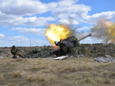 Навчання артилеристів, як в день так і вночі, умови — максимально наближені до бойових