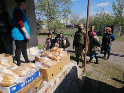 Військові зі складу ООС надали допомогу малозабезпеченим та продовжують відновлювати інфраструктуру Донбасу