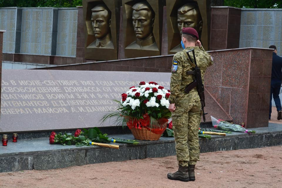 Десантники з Донеччини вшанували пам'ять загиблих воїнів у Другій світовій війні